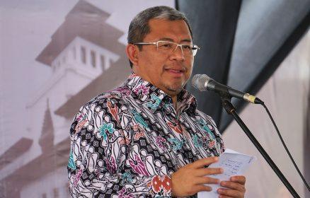 Gubernur Jawa Barat, Ahmad Heryawan menyampaikan sambutan pada puncak peringatan Hari Keluarga Nasional ke 24 dan Hari Anak Nasional Tingkat Provinsi Jawa Barat 2017 di SOR Arcamanik, Bandung