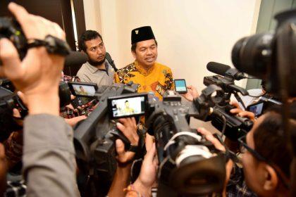 Ketua DPD Partai Golkar Jawa Barat Dedi Mulyadi saat memberikan keterangan pers