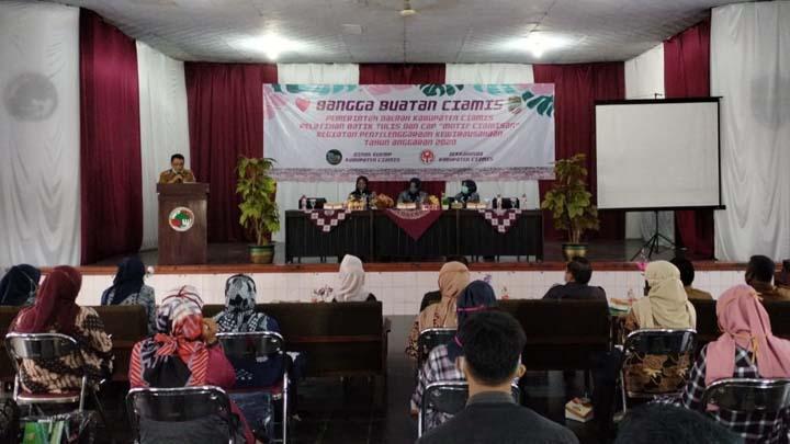 Dinas KUKMP dan Dekranasda Ciamis Gelar Pelatihan Batik Tulis
