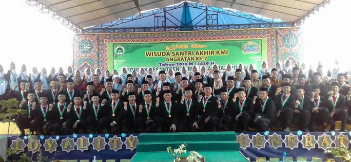 73 Santri Pesantren Darussalam Diwisuda