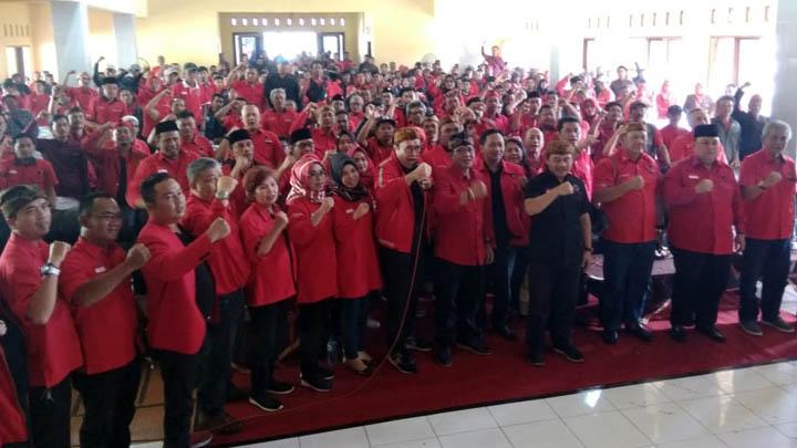 Koropak.co.id - Ade Sugianto Berpeluang Besar Kantongi Rekomendasi DPP (2)