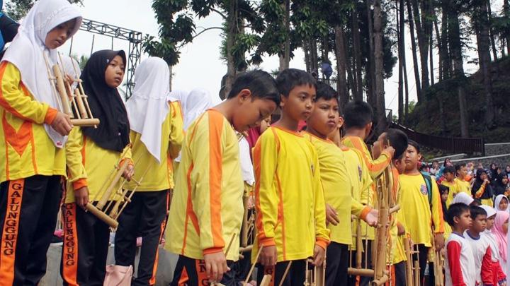 Koropak.co.id - Angklung Menggema di Taman Wisata Karang Resik (2)