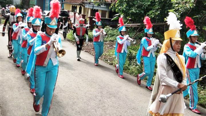 Koropak.co.id - Anniversary Karang Resik Dimeriahkan Parade Marching Band (2)