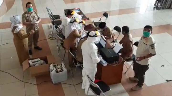 Koropak.co.id - ASN dan Anggota Dewan di Kabupaten Tasikmalaya Jalani Pemeriksaan Swab (1)