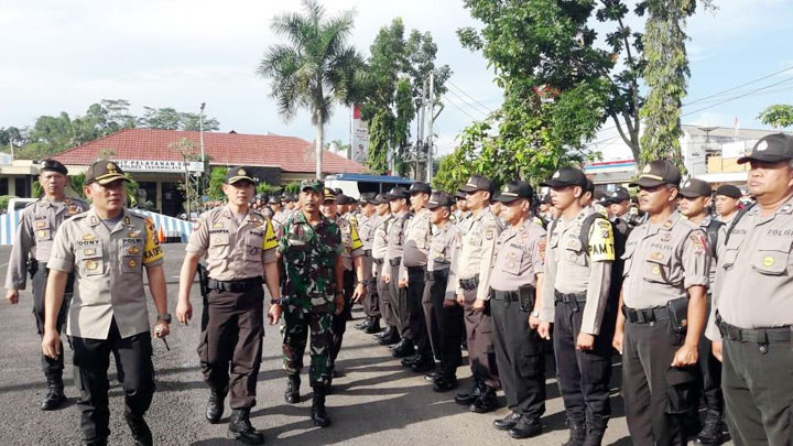 Koropak.co.id - Bagi Perusuh, Polisi Siap Tembak di Tempat (3)