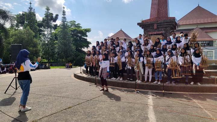 Koropak.co.id - Bambu Juara Bambu Jawa Barat, Kampanyekan Bambu Untuk Dunia (2)