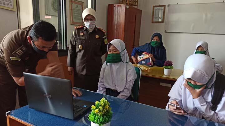 Koropak.co.id - Bantu Belajar Daring, Kejari Kabupaten Tasikmalaya Buka Layanan Internet Gratis (2)