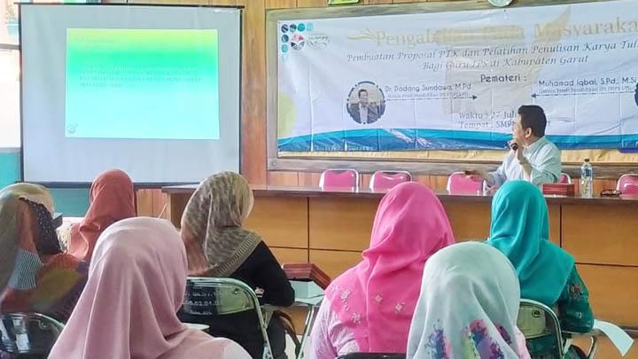Koropak.co.id - Bersama UPI Bandung, Workshop IPS di Garut Kembangkan Mutu Tenaga Pengajar (3)