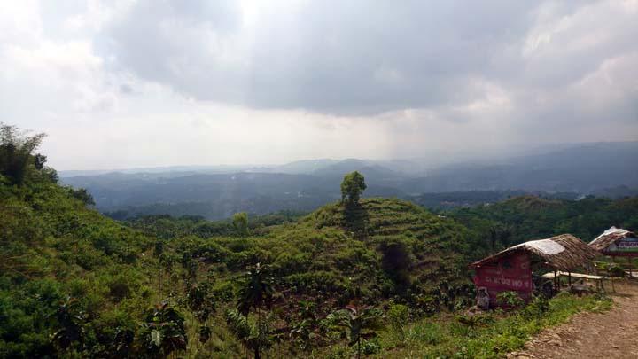 Koropak.co.id - Bukit Puji Ningrum, Lembah Kahyangan di Sukaraja Tasikmalaya