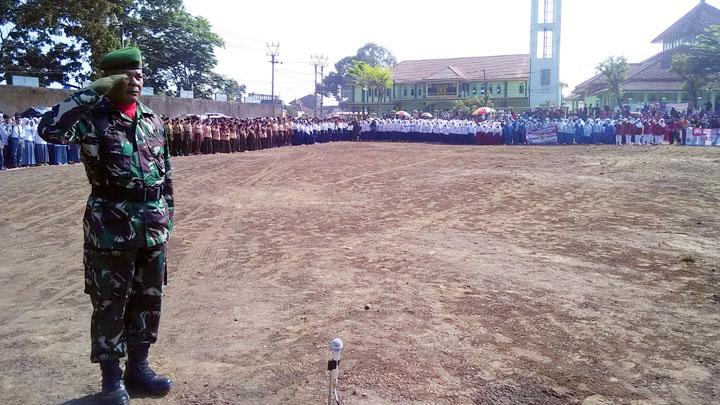 Koropak.co.id - Camat Karangpawitan Pimpin Apel HUT RI (2)