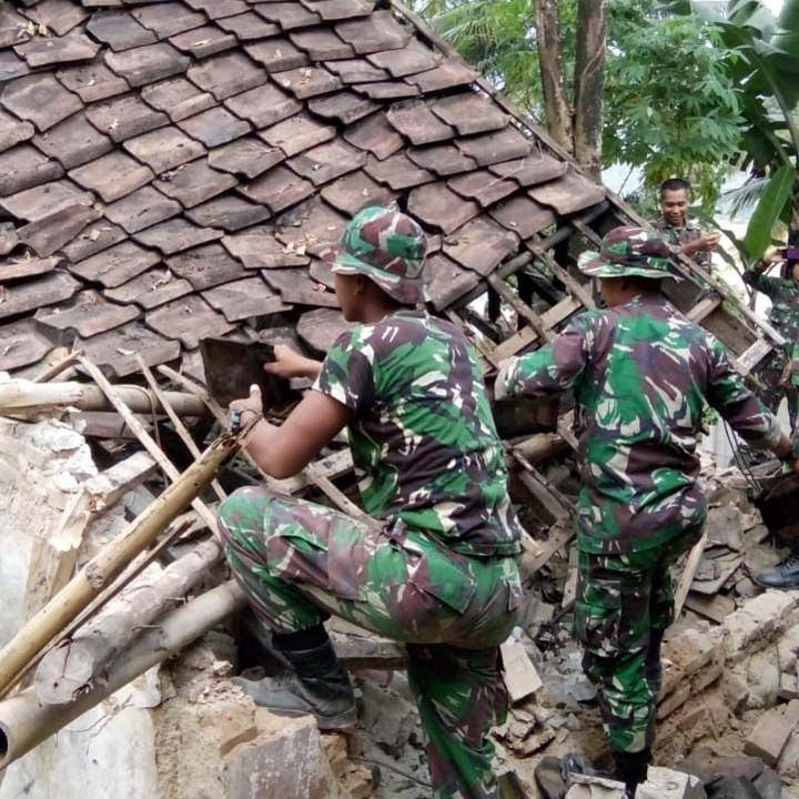 Koropak.co.id - Cepat Tanggap Bencana, Korem 064Maulana Yusuf Terjun ke Lokasi Gempa Banten (2)
