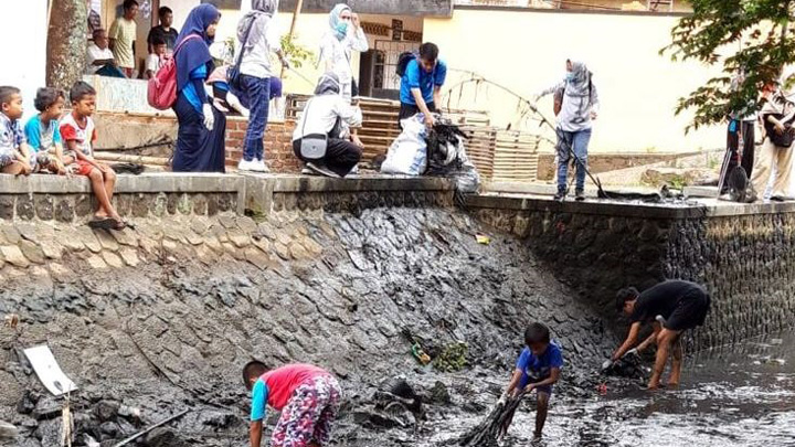 Koropak.co.id - Cimulu Day, Gerakan Cinta Lingkungan Bersihkan Sungai (2)