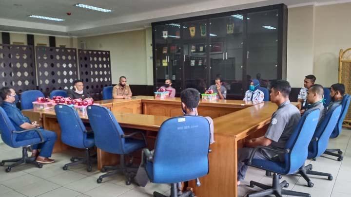 Koropak.co.id - Ciptakan Kebahagiaan, DPRD Kabupaten Tasikmalaya Bagikan Sembako