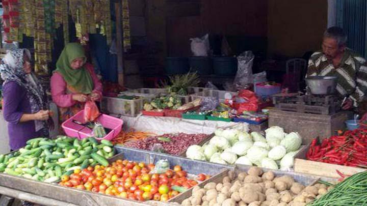 Koropak.co.id - Dampak Corona, Harga Kebutuhan Pokok di Pasar Cikurubuk Naik (2)