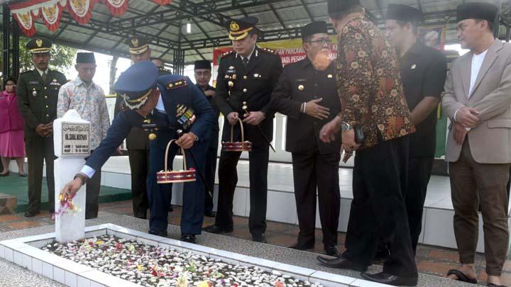 Koropak.co.id - Danlanud Wiriadinata Hadiri Peringatan Perjuangan KH. Zainal Musthafa (2)