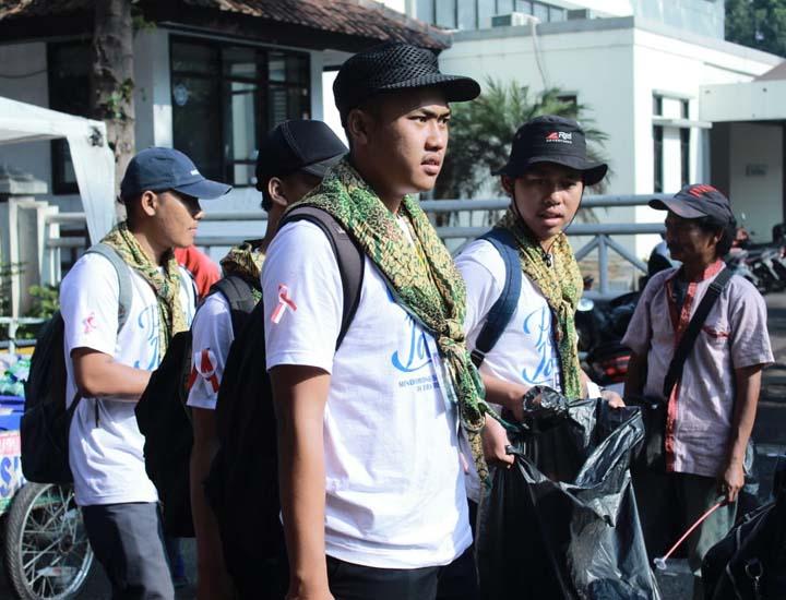 Koropak.co.id - Di Lapangan Otista Garut Terkumpul 20 Kantong Besar Sampah (2)