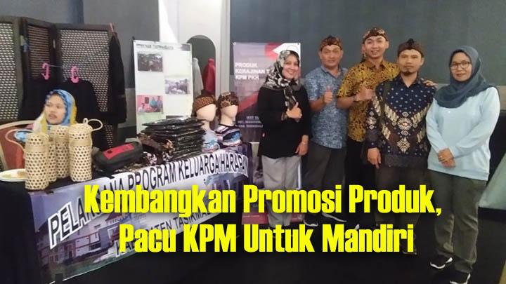 Koropak.co.id - Dorong Kemandirian Ekonomi, Produk Kreasi PKH Tasikmalaya Dipamerkan (2)
