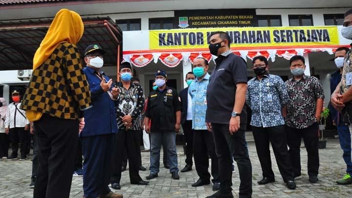 Koropak.co.id - DPRD Jabar Tinjau Langsung Distribusi Bansos di Cikarang Timur Kabupaten Bekasi