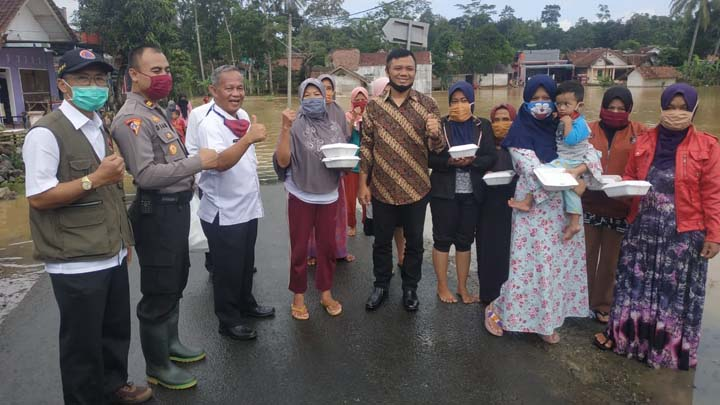 Koropak.co.id - DPRD Kabupaten Tasikmalaya Tinjau Lokasi Banjir Sukaresik  (2)