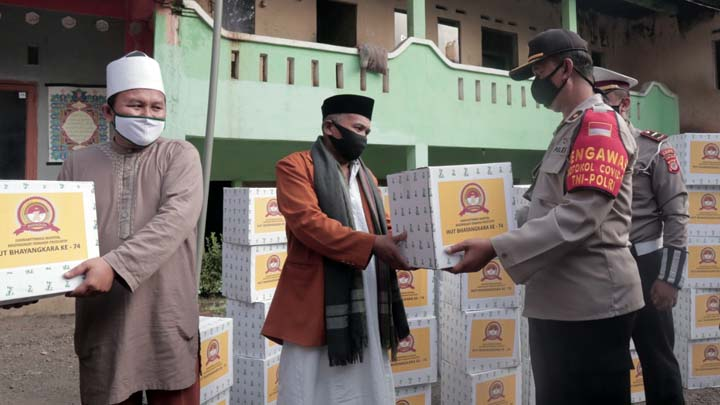 Koropak.co.id - Dua Masjid Agung, Panti Jompo dan Pondok Pesantren Dibidik Polisi TNI