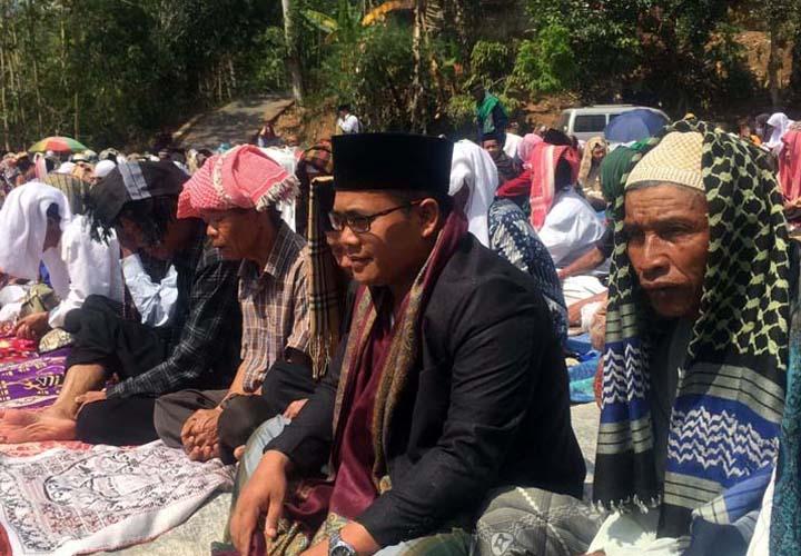 Koropak.co.id - Enam Bulan Kekeringan, Warga Salah Satu Desa di Garut Salat Istisqa 1