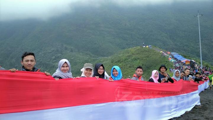 FKPAT Sukses Bentangkan Merah Putih 1000 Meter