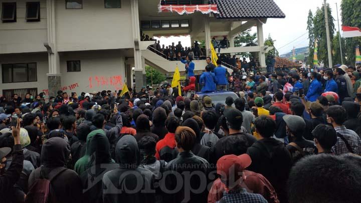 Koropak.co.id - Gegara Omnibus Law, Kekecewaan Pada Wakil Rakyat Pecah di Tasikmalaya