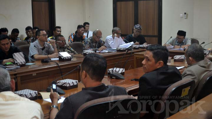 Koropak.co.id - GMBI Kota Tasikmalaya Seruduk Gedung Dewan (3)