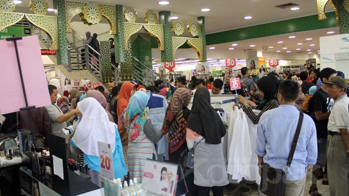 Koropak.co.id - H-6 Lebaran, Sejumlah Mall Dipadati Pengunjung (1)