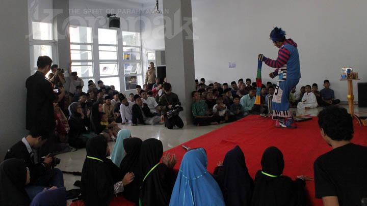 Koropak.co.id - Heboh! Badut Masuk Pesantren Rayakan Hari Anak Nasional (HAN) 2019 (1)