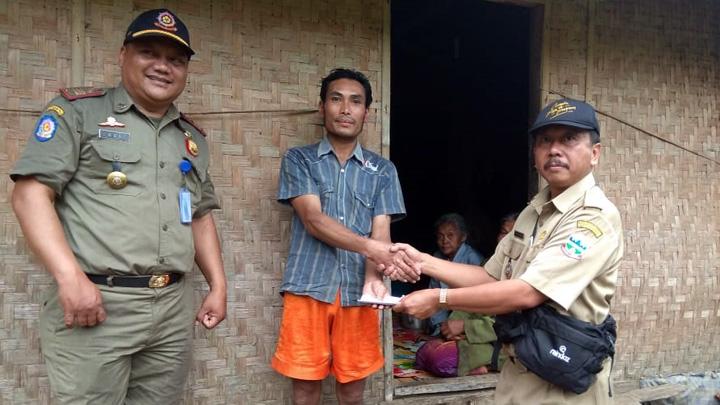 Koropak.co.id - Hujan Deras, Dua Desa di Garut Longsor (2)