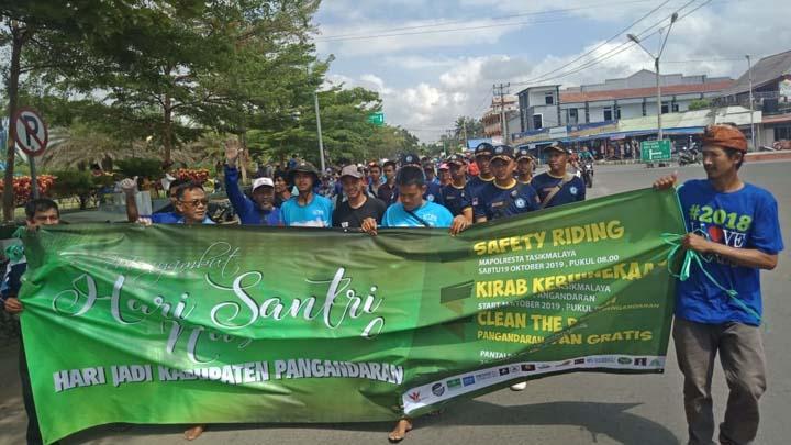 Koropak.co.id - Inilah Keseruan Bersih-Bersih Pangandaran di Hari Santri Nasional (2)