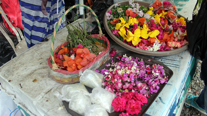 Koropak.co.id - Jelang Lebaran, Penjual Bunga Mulai Mengadu Nasib (2)