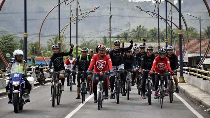 Koropak.co.id - Kapolres Banjar Bersepeda Menyusuri Trek Berpanorama Elok (2)