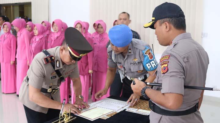 Koropak.co.id - Kapolres Tasikmalaya Kota Pimpin Upacara Sertijab Pejabat Baru (1)