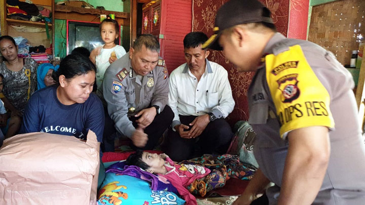 Koropak.co.id - Keluarga Risa Dikunjungi Perwira Polres Tasikmalaya (2)