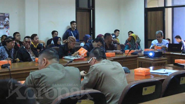 Koropak.co.id - Keluhkan Nasib, PKL Curhat ke Dewan Soal Pengusiran di Taman Kota (3)