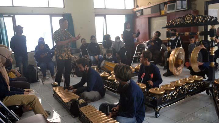 Koropak.co.id - Kelurahan Tawangsari Kota Tasikmalaya Gelar Pelatihan Alat Musik Tradisional