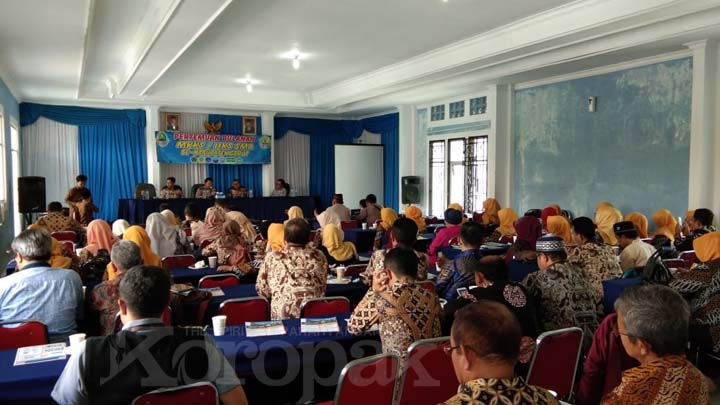 Koropak.co.id - Ketua MKKS SMA Kabupaten Garut Sampaikan Prakata Perpisahan (2)