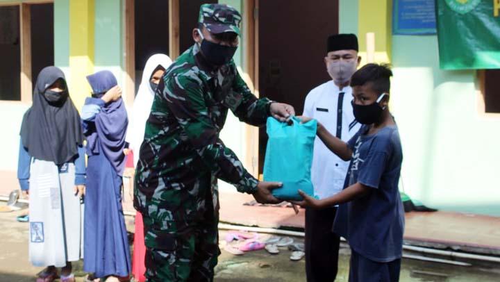 Koropak.co.id - Kodim 0612Tasikmalaya Serahkan Bantuan Sembako Untuk Dua Panti Asuhan