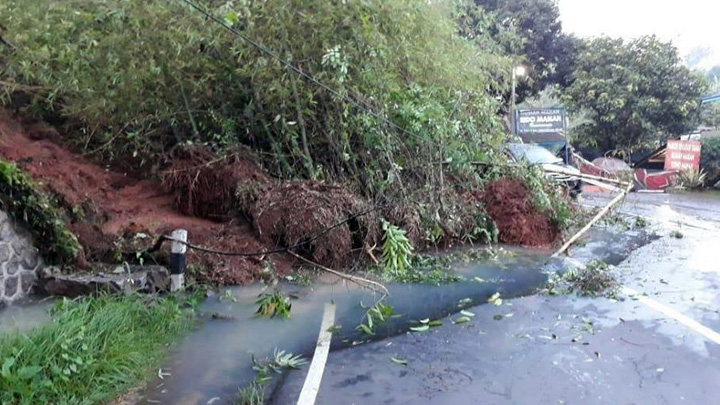 Koropak.co.id - Longsor Malangbong Disebabkan Kondisi Tanah Labil (2)