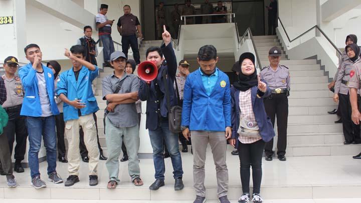 Koropak.co.id - Mahasiswa Harapkan Segala Permasalahan Di Tasikmalaya Terselesaikan (3)