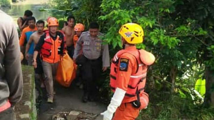 Koropak.co.id - Mayat Tanpa Identitas Ditemukan Tersangkut di Sungai Citanduy (2)