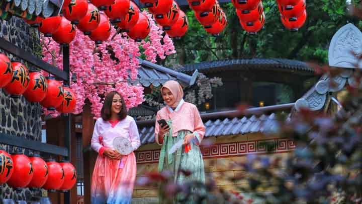 Koropak.co.id - Menikmati Suasana Kampung Korea di Taman Karang Resik Tasikmalaya