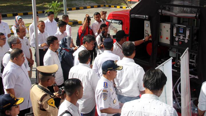 Koropak.co.id - Menteri Perhubungan Tinjau Mobil Karya Anak Bangsa (1)