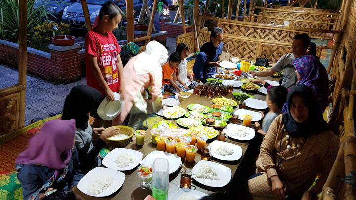 Koropak.co.id - Munggahan, Tradisi Masyarakat Jelang Puasa (3)