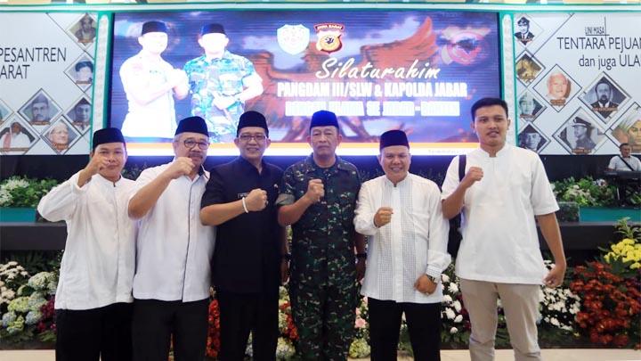 Koropak.co.id - Pangdam III Siliwangi dan Kapolda Jabar Bersama Ribuan Ulama (2)