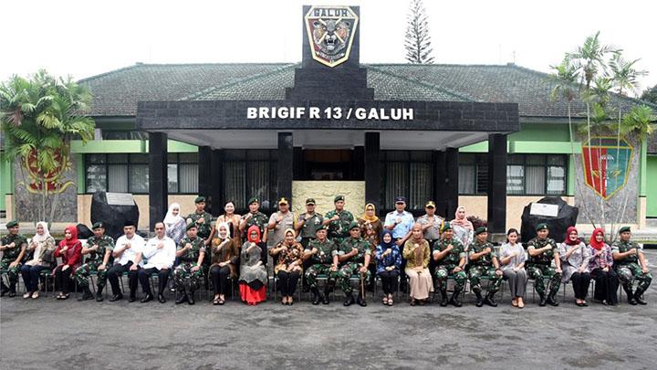 koropak.co.id - Pangkostrad Kunjungi Brigif Raider 13 (2)