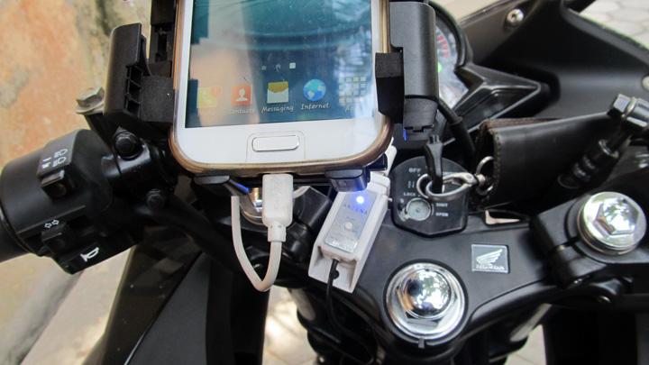Koropak.co.id - Pasang Charger Ponsel di Motor Dengan Aman (3)