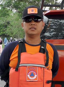 Koropak.co.id - BPBD Kota Tasikmalaya melaksanakan kegiatan pelatihan penanganan darurat bencana Water Rescue di objek wisata Situ Gede yang secara bertepatan dengan May Day memperingati hari Buruh Internasional, Selasa (1/5/2018).